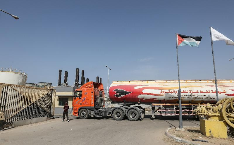 A tanker delivers fuel to the Gaza Strip's sole power plant in Nuseirat on October 24, 2018 (AFP Photo/MAHMUD HAMS)