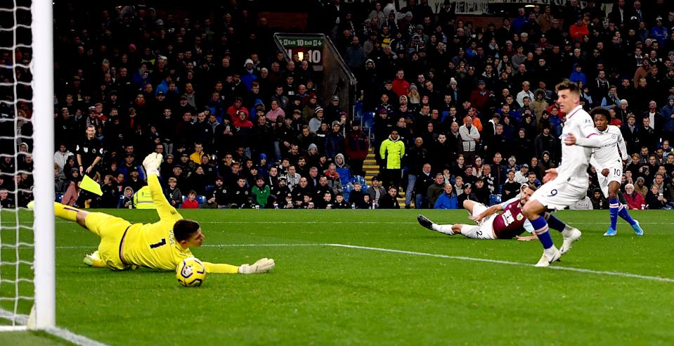 Chelsea's Willian (right) scores his side's fourth goal of the game during the Premier League match at Turf Moor, Burnley. (Photo by Anthony Devlin/PA Images via Getty Images)
