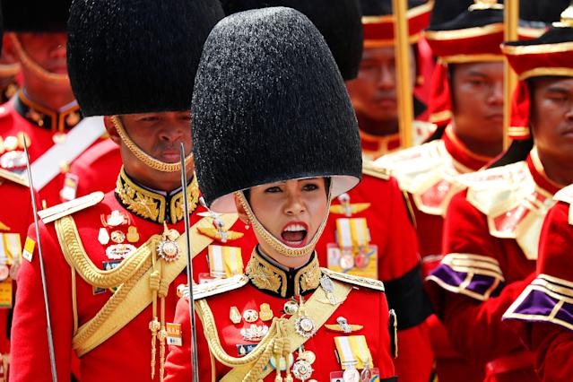 <p>Royal guards take part in the Royal Cremation ceremony of Thailand's late King Bhumibol Adulyadej near the Grand Palace in Bangkok, Thailand, Oct. 26, 2017. (Photo: Damir Sagolj/Reuters) </p>