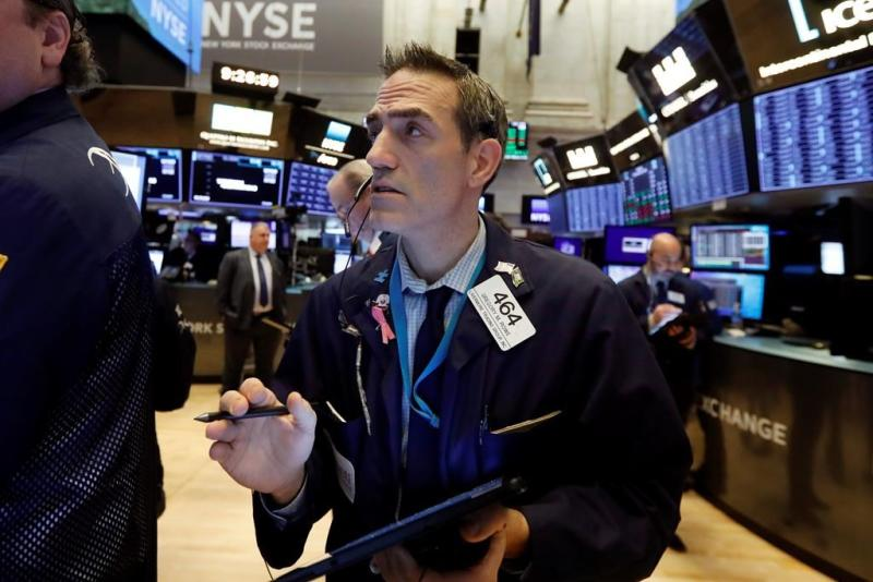 Banks, communications companies lead stocks higher at midday