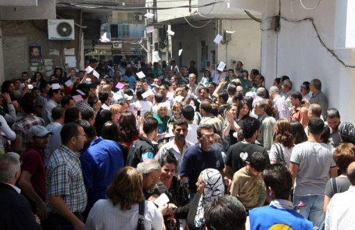 Syrians wait to cast their vote in parliamentary elections outside a polling station in Damascus on May 7, 2012. The UN has slammed the Syrian government for holding a national election on Monday despite the ongoing violence and for failing to involve all parties