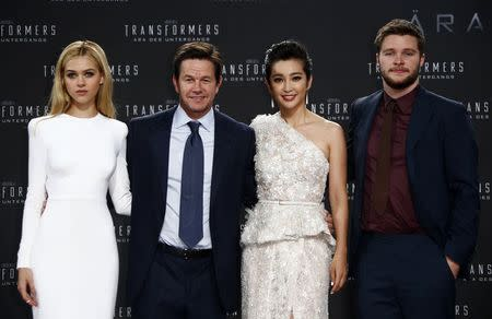 "Peltz, Wahlberg, Li and Reynor pose before European premiere of movie ""Transformers: Age of Extinction"" in Berlin"