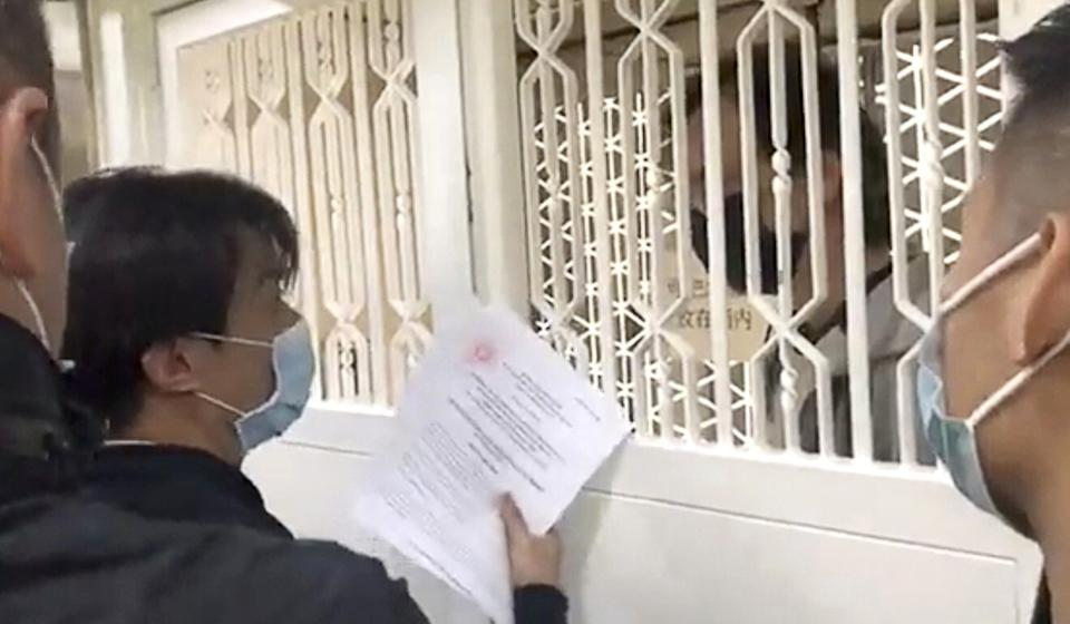 Police serve court orders at the offices of online news portals Stand News. Photo: Stand News