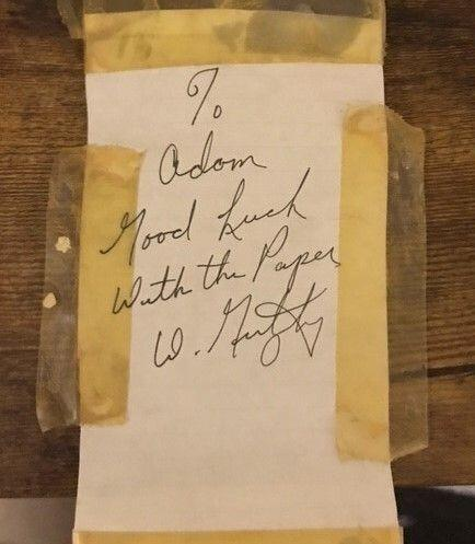 The writer displayed this note from Walter Gretzky in his workspace. (Photo: Adam Grachnik)