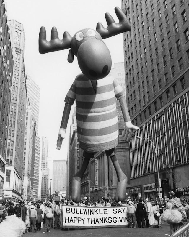 <p>The Bullwinkle balloon floats high above the crowd during the 1977 Macy's Thanksgiving Day Parade, Nov. 24, 1977. (Photo: NBCU Photo Bank/Getty Images) </p>