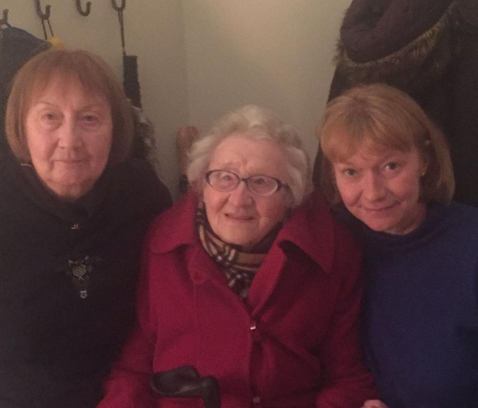 <strong>Lara Smith (right), with her mother and grandmother (centre).</strong> (Photo: Lara Smith)