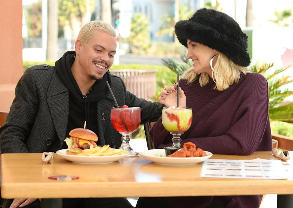<p>Evan Ross and Ashlee Simpson have a celebratory meal at Applebees on Thursday in L.A. after the birth of their son Ziggy.</p>