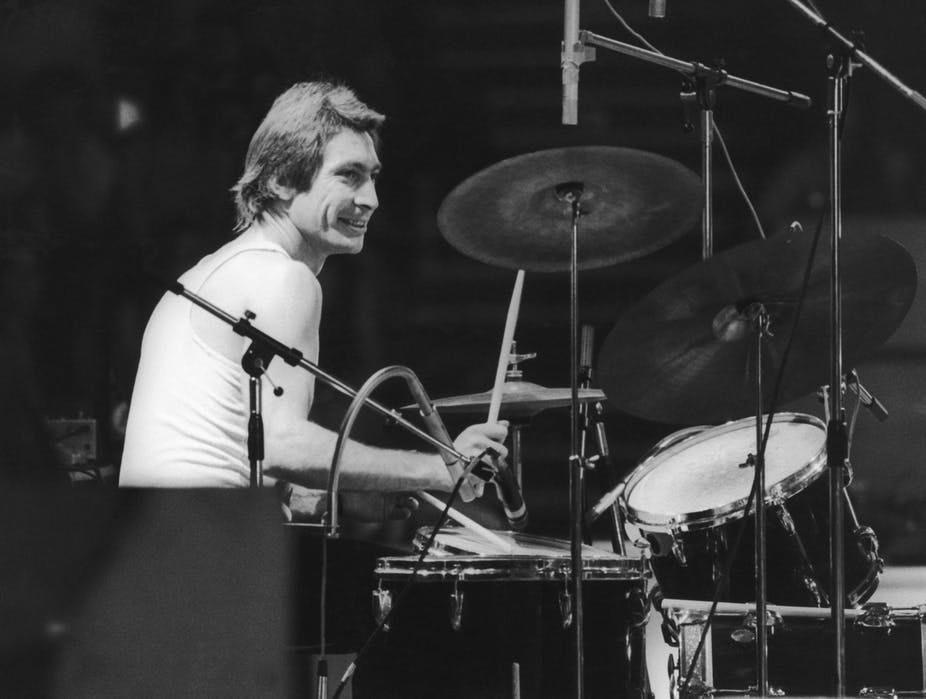 """<span class=""""caption"""">Charlie Watts, un héros musical très discret. </span> <span class=""""attribution""""><span class=""""source"""">Daily Express/Hulton Archive/Getty Images</span></span>"""