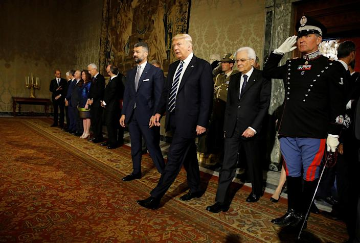 <p>President Donald Trump walks beside Italy's President Sergio Mattarella (2nd R) at the Quirinale Palace in Rome, Italy, May 24, 2017. (Photo: Jonathan Ernst/Reuters) </p>