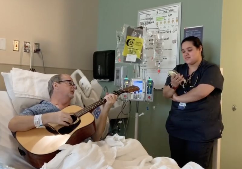 Musician Penn Pennington sang carols with nurse Alex Collazo in video captured by his daughter. (Photo: Courtesy of Brandi Leath)
