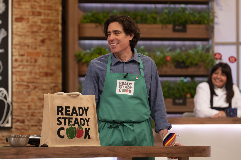 Stephen Mangan competes in Ready Steady Cook for Red Nose Day 2021. (BBC / Remarkable TV / Graeme Hunter)