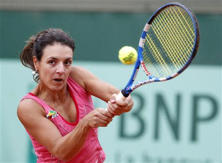 Nuria Llagostera Vives of Spain returns the ball to Anastasia Pavlyuchenkova of Russia during the French Open tennis tournament at the Roland Garros stadium in Paris May 27, 2011. REUTERS/Vincent Kessler