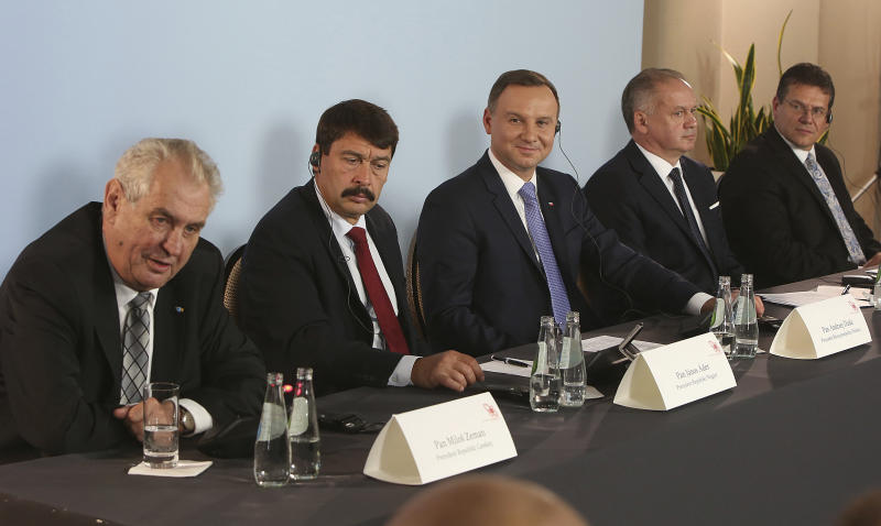 Deputy head of European Commision in charge of energy, Maros Sefcovic, right, and the presidents of Central European Visegrad Group: Poland's Andrzej Duda, center, Slovakia's Andrej Kiska, second right, the Czech Republic's Milos Zeman,left, and Hungary's Janos Ader,second left, address a news conference following a meeting on Europe's energy security that closed their two-day summit, in Rzeszow, Poland, Saturday, Oct. 15, 2016. (AP Photo/Czarek Sokolowski)