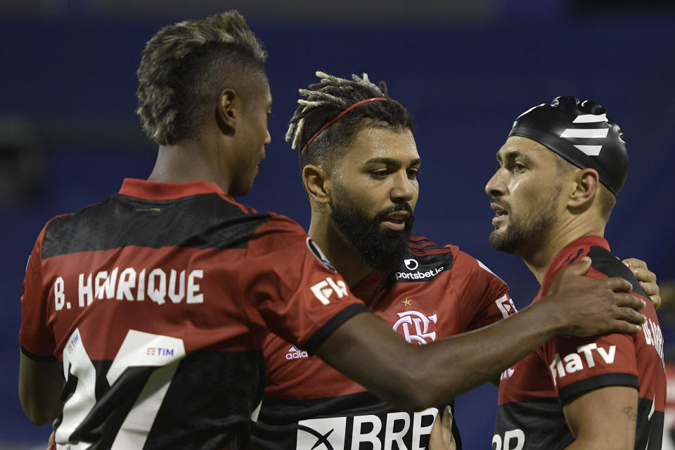 BUENOS AIRES, ARGENTINA - APRIL 20: Giorgian de Arrascaeta (R) of Flamengo celebrates with teammates Gabriel Barbosa and Bruno Henrique after scoring the third goal of his team during a match between Velez Sarsfield and Flamengo as part of Group G of Copa CONMEBOL Libertadores 2021 at Jose Amalfitani Stadium on April 20, 2021 in Buenos Aires, Argentina. (Photo by Juan Mabromata - Pool/Getty Images)