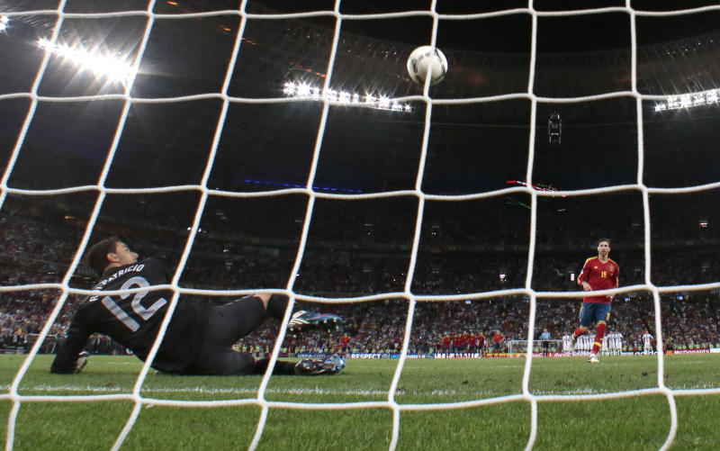 Spain's Sergio Ramos scores his penalty at the shootout of the Euro 2012 soccer championship semifinal match between Spain and Portugal in Donetsk, Ukraine, Wednesday, June 27, 2012. (AP Photo/Ivan Sekretarev)