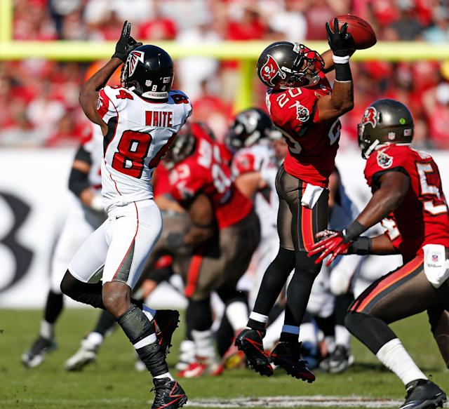 TAMPA, FL - NOVEMBER 25: Safety Ronde Barber #20 of the Tampa Bay Buccaneers intercepts a pass intended for receiver Roddy White #84 of the Atlanta Falcons during the game at Raymond James Stadium on November 25, 2012 in Tampa, Florida. (Photo by J. Meric/Getty Images)