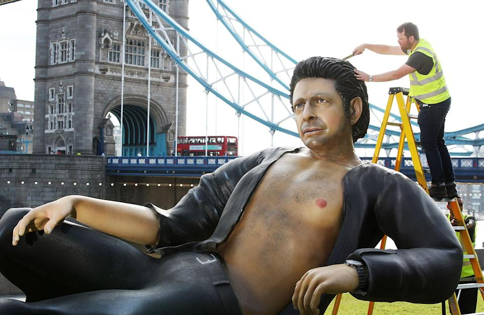 A 25ft Jeff Goldblum statue has unveiled in London to celebrate 25 years of <i>Jurassic Park</i> (NOW TV)