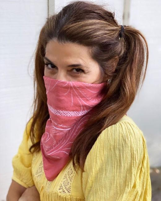 marisa tomei face mask covering