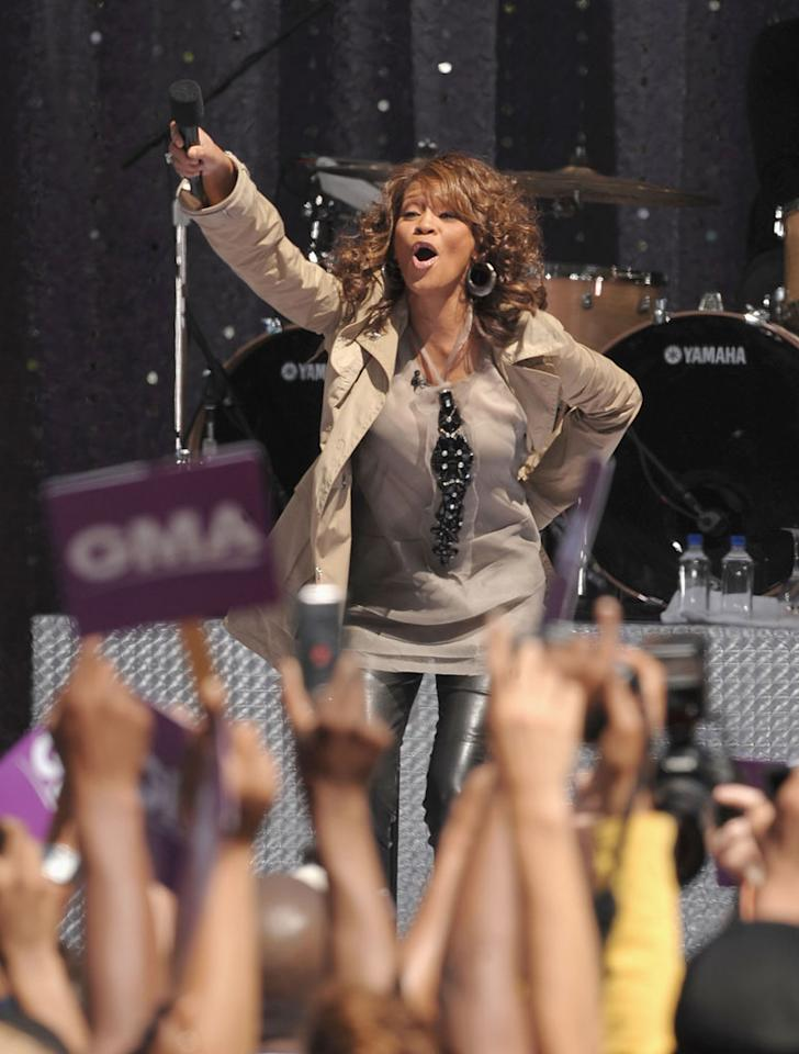 """The diva performed four songs, cutting short what was supposed to be a longer set because she was losing her voice. """"I'm so sorry. I did 'Oprah.' I've been talking for so long,"""" she explained to the crowd of about 5,000 fans. Dimitrios Kambouris/<a href=""""http://www.wireimage.com"""" target=""""new"""">WireImage.com</a> - September 1, 2009"""