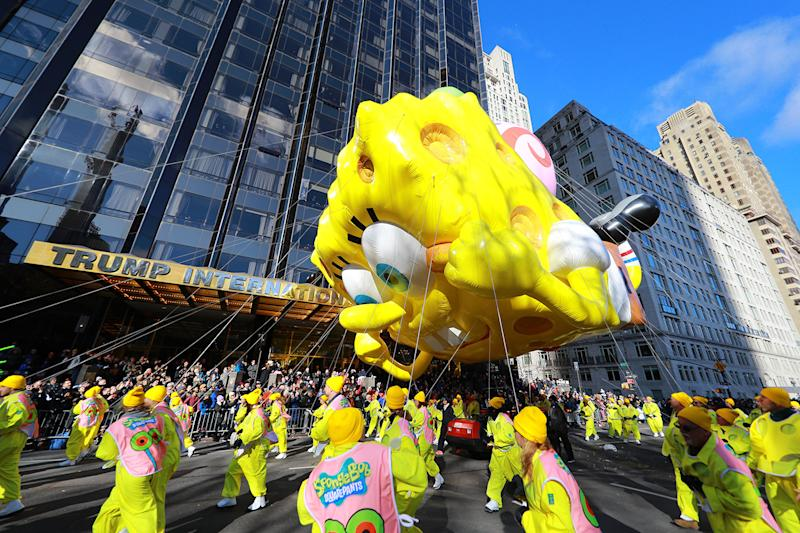 "Nickelodeon's SpongeBob SquarePants and Gary enjoys a view of Central Park in the 93rd Macy's Thanksgiving Day Parade. This optimistic sea sponge—so popular he's mentioned on social media every five seconds—is all smiles as he returns to the Parade for a momentous 15th flight. For the first time ever, SpongeBob is accompanied by pet snail Gary to celebrate the ""Best Year Ever"" in honor of his 20th birthday. (Photo: Gordon Donovan/Yahoo News)"