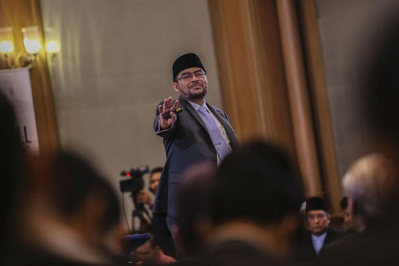 Sisters in Islam (SIS) criticised Datuk Seri Mujahid Yusof Rawa for not prioritising the standardisation of Islamic family laws standardisation or raising the minimum marriage age across the country. — Picture by Hari Anggara