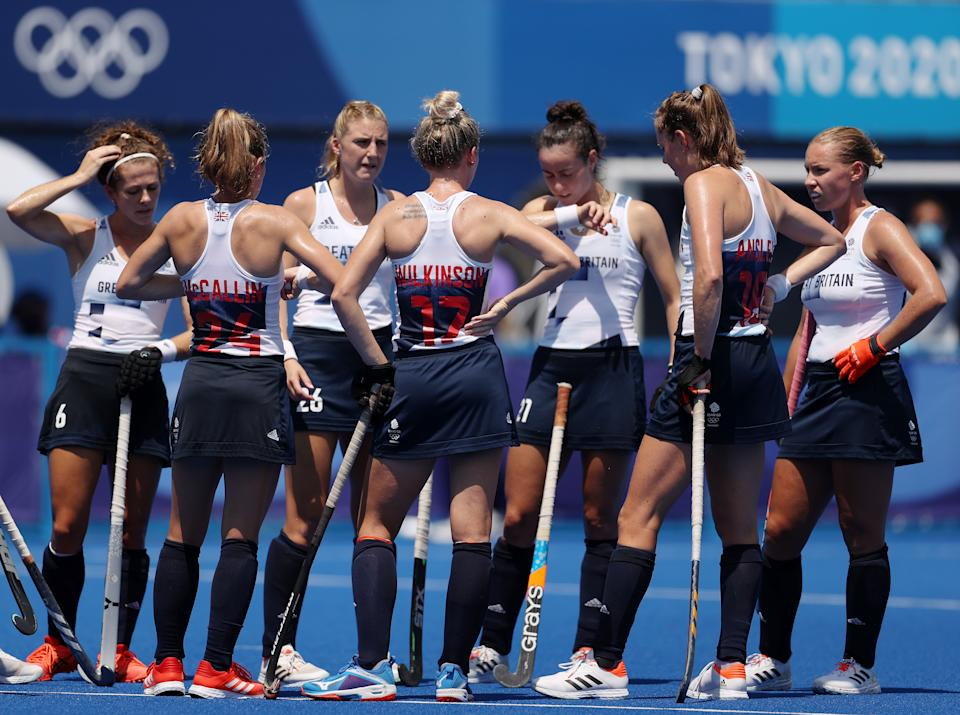 TOKYO, JAPAN - AUGUST 04: Team Great Britain huddles up during the Women's Semifinal match between Netherlands and Great Britain on day twelve of the Tokyo 2020 Olympic Games at Oi Hockey Stadium on August 04, 2021 in Tokyo, Japan. (Photo by Dan Mullan/Getty Images)