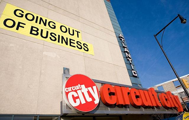 "<p>The Richmond, Virginia-based company once had over 1,500 stores across Canada and the U.S., employing 46,000 people. While many saw Circuit City as a go-to for all electronic needs, companies like Best Buy, Future Shop, Walmart and Amazon applied serious competition in the market, eventually leading the company to file for bankruptcy in 2008, and closing in 2009. It's speculated that Circuit City left USD$3.4 billion in assets.<br><strong>Note</strong>: It was announced in early 2018 that Circuit City is expected to reopen stores, <a href=""https://www.cnbc.com/2018/01/09/circuit-city-to-relaunch-online-next-month-with-stores-on-the-horizon.html"" rel=""nofollow noopener"" target=""_blank"" data-ylk=""slk:according to CNBC,"" class=""link rapid-noclick-resp"">according to CNBC,</a> but no new information on the matter has been released as of yet. <br>(Via Yahoo Magazines PY) </p>"