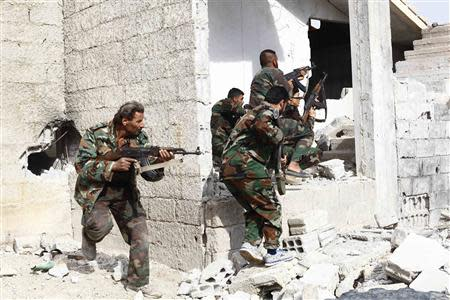 Shi'ite fighters, who support Syrian President Bashar al-Assad, search for rebels from house to house in the countryside near Damascus November 22, 2013. REUTERS/Alaa Al-Marjani