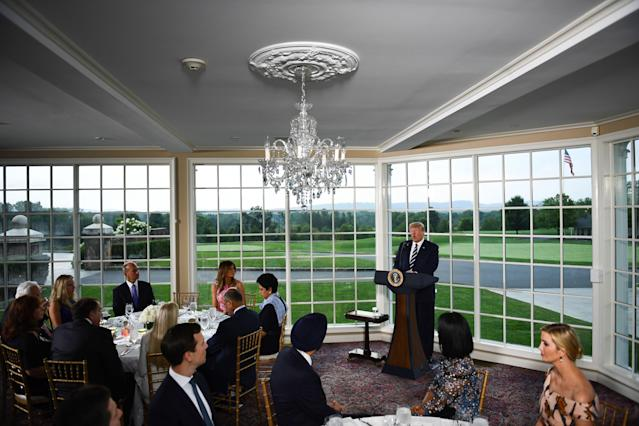 US President Donald Trump (C) speaks, flanked by First Lady Melania Trump (2nd L), Boeing CEO Dennis Muilenburg (L), CEO of PepsiCo Indra Nooyi (3rd L) and his Special Advisor and daughter Ivanka Trump (R), during a dinner with business leaders in Bedminster, New Jersey, on August 7, 2018. (Photo: BRENDAN SMIALOWSKI/AFP/Getty Images)