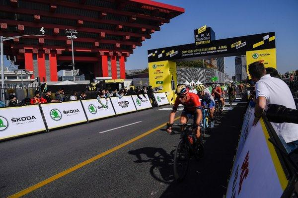 World-class cyclist came to 2019 Tour de France Shanghai. Vincenzo Nibali led the peloton at the 1st sprint point.