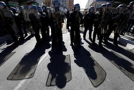 """Riot police stand guard as French """"yellow vests"""" stage their 19th round of protests in Nice, France, March 23, 2019. REUTERS/Eric Gaillard"""