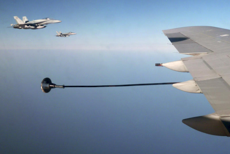 Canadian F-18 war planes (L) wait to refuel from a British VC-10 tanker aircraft over the Mediterranean Sea off Libya July 10, 2011. REUTERS/David Brunnstrom/File Photo