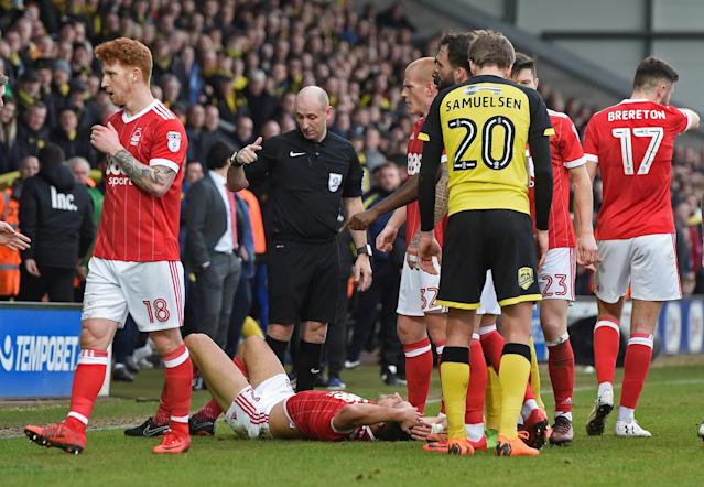 "Soccer Football - Championship - Burton Albion vs Nottingham Forest - Pirelli Stadium, Burton-on-Trent, Britain - February 17, 2018 Referee Andy Davies waits for Nottingham Forest's Eric Lichaj to receive treatment from the physio before sending him off Action Images/Alan Walter EDITORIAL USE ONLY. No use with unauthorized audio, video, data, fixture lists, club/league logos or ""live"" services. Online in-match use limited to 75 images, no video emulation. No use in betting, games or single club/league/player publications. Please contact your account representative for further details."