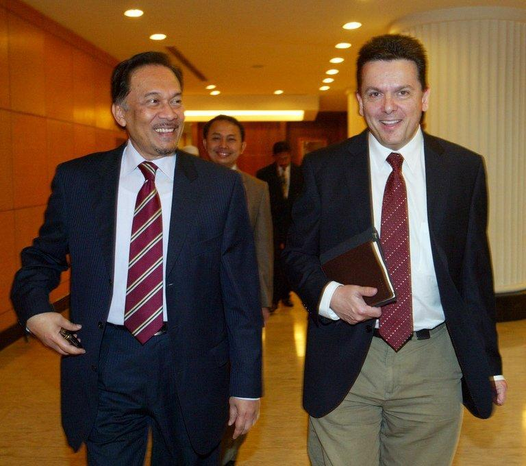 Nick Xenophon (R) with opposition leader Anwar Ibrahim in Kuala Lumpur on December 8, 2010