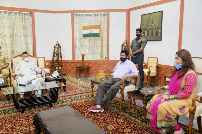 Mumbai: Governor Bhagat Singh Koshyari with Union Minister of State for Social Justice and Empowerment Ramdas Athawale and film actress Payal Ghosh, at Raj Bhavan in Mumbai, Tuesday, Sept. 29, 2020. (PTI Photo)(PTI29-09-2020_000129A)