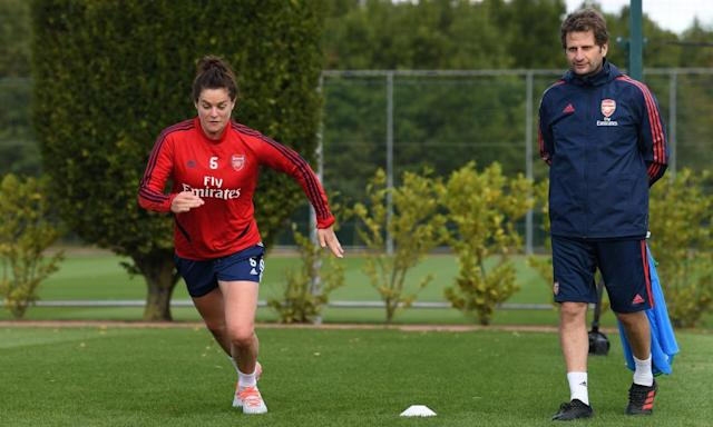"<span class=""element-image__caption"">Joe Montemurro watches training at London Colney this week. The Arsenal manager believes Fiorentina are favourites for the knockout phase Champions League tie.</span> <span class=""element-image__credit"">Photograph: David Price/Arsenal FC via Getty Images</span>"
