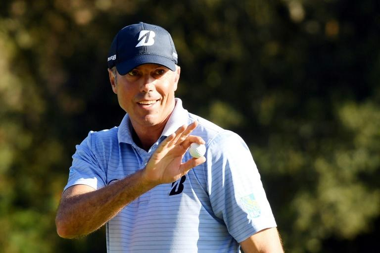 American Matt Kuchar acknowledges the crowd after making a par on the 12th green on the way to the halfway lead in the US PGA Tour Genesis Invitational at Riviera Country Club (AFP Photo/Harry How)