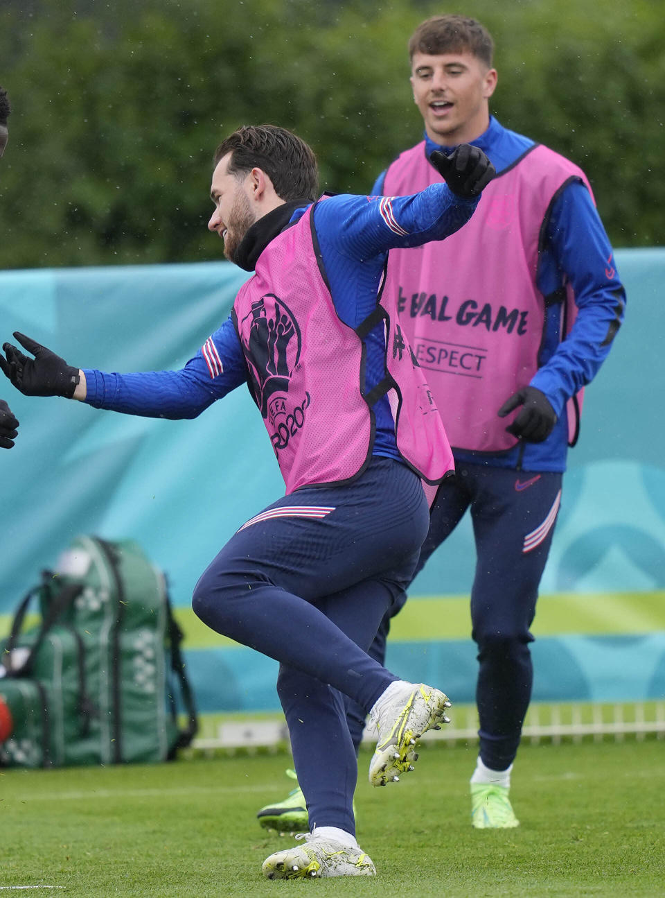 """England's Mason Mount, right, and England's Ben Chilwell, left, during a team training session at Tottenham Hotspur training ground in London, Monday, June 21, 2021 one day ahead of the Euro 2020 soccer championship group D match against Czech Republic. After a positive test for Scotland midfielder Billy Gilmour, Mason Mount and Ben Chilwell have been told to self isolate following """"interaction"""" with Gilmour during England's 0-0 draw with Scotland at Wembley Stadium on Friday. (AP Photo/Frank Augstein)"""