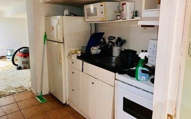 <p>The floor under that vacuum looks promising. (Zoocasa) </p>