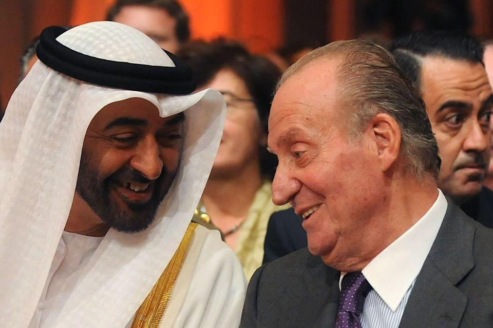 The Prince of Abu Dhabi, Sheikh Mohammed bin Zayed Al Nahyanm, with Juan Carlos (Photo: CRISTINA QUICLER via AFP via Getty Images)