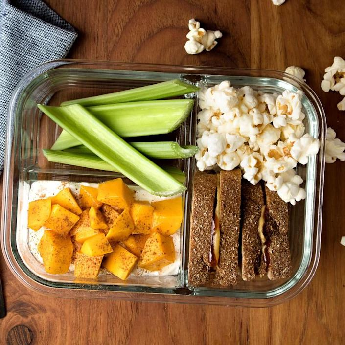 <p>Inspired by Starbucks' bistro boxes, this peanut butter and jelly lunch will be loved by kids and adults alike. Accompanied by sandwich sides including a yogurt parfait, fruit, veggies and popcorn, this healthy packable lunch will keep you full until dinner.</p>