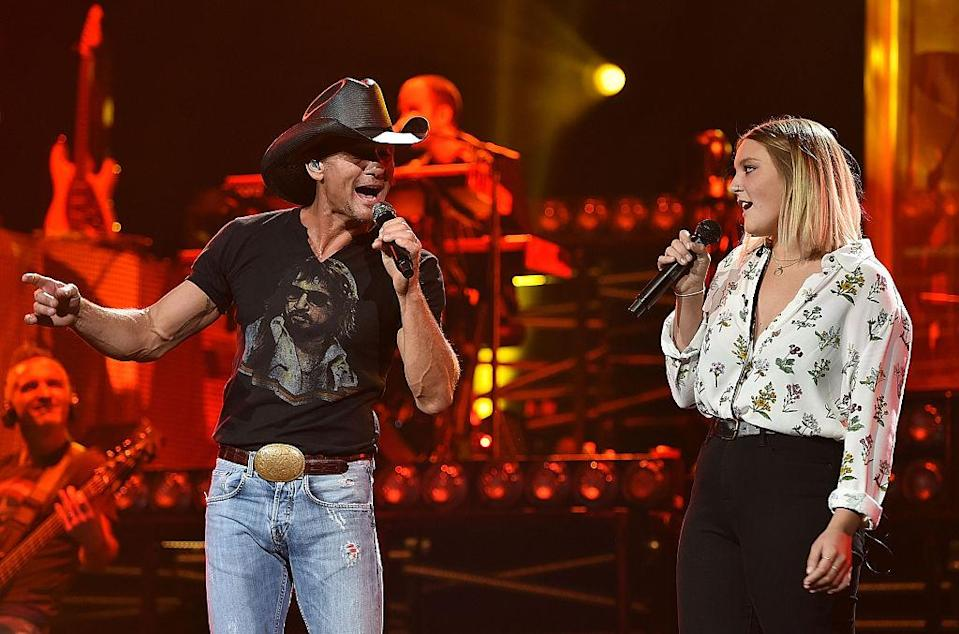 Tim McGraw duets with daughter Gracie McGraw. (Photo: Getty Images)