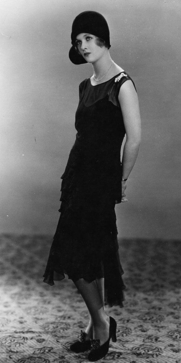 <p>Joan Bennett kept the traditional flapper style—a drop waist and a paneled hem—but the black color makes it timeless. </p>