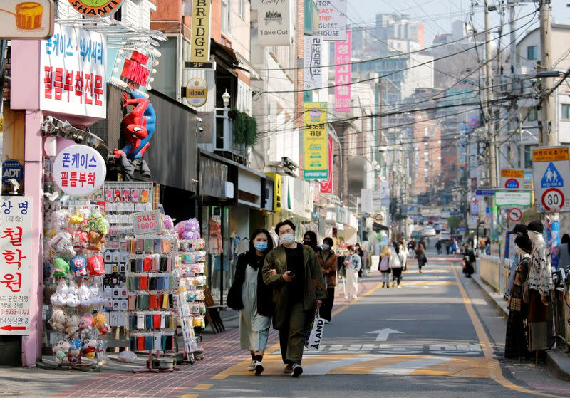 South Korea reports fewer than 50 new infections, earning WHO praise