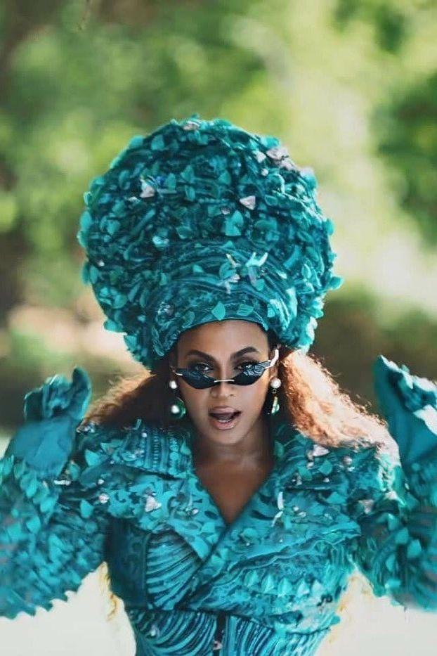 <p>Beyoncé wears a beaded, silk trench-and-jumper hybrid by 5:31 Jérôme.</p>