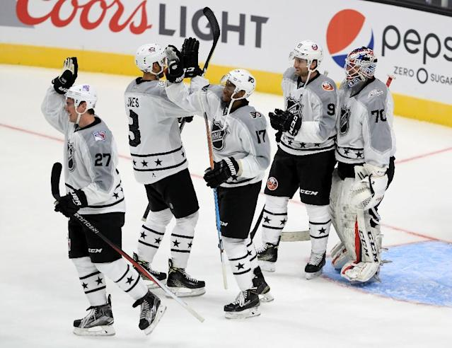 Wayne Simmonds (C) of the Philadelphia Flyers celebrates with teammates after the Metropolitan Division All-Stars defeated the Pacific Division All-Stars in the 2017 Honda NHL All-Star Tournament Final, in Los Angeles, California, on January 29 (AFP Photo/Sean M. Haffey)