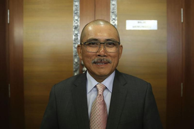 Kiandee, who defected to Parti Pribumi Bersatu Malaysia (Bersatu) from Umno, has left government lawmakers divided over whether he should stay as the PAC chairman or go. — Picture by Yusof Mat Isa
