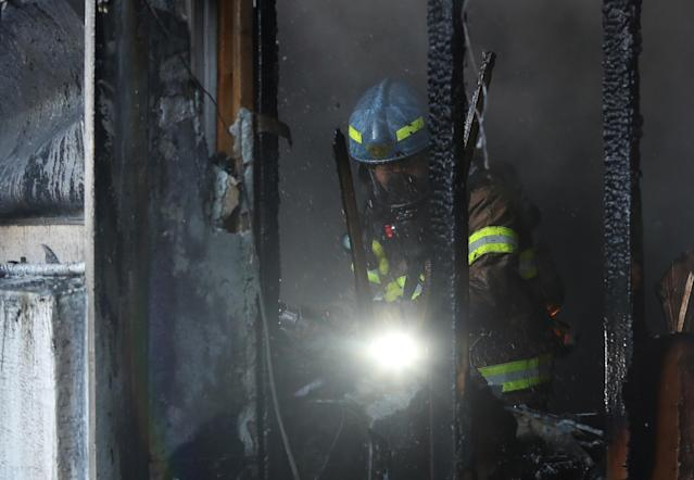 <p>Firefighters put out a fire at a burning hospital in Miryang, South Korea, Jan.26, 2018. (Photo: Kim Dong-min/Yonhap via Reuters) </p>