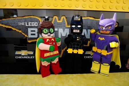 "Personagens do filme ""LEGO Batman"" posam para foto em Los Angeles"