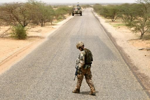 A German soldier in northern Mali with the UN mission MINUSMA checks the road for bombs